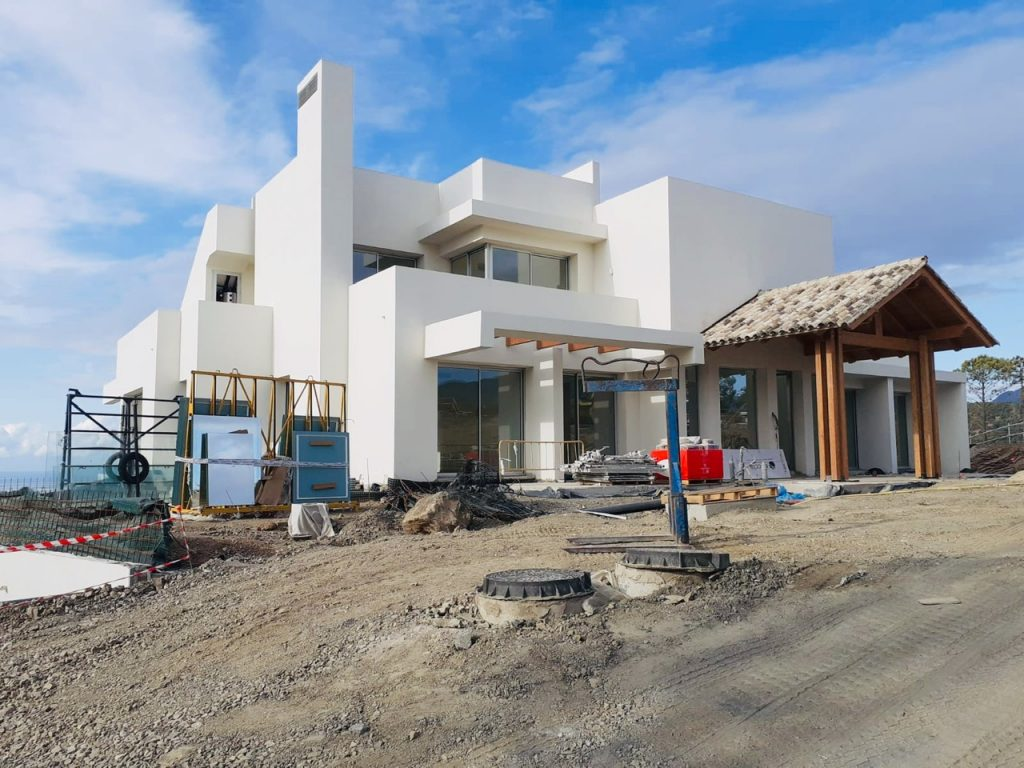 Marbella Club Hills building home with developer